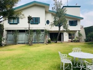 Espaciosa casa en venta en Cantil Jardines del Pedregal Álvaro Obregón Cdmx