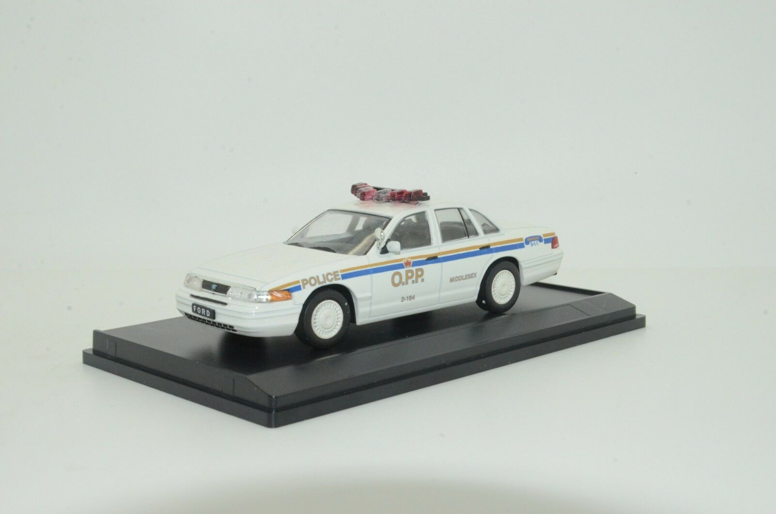 Ford Crown O.P.P. Ontario Middlesex police Custom made 1/43