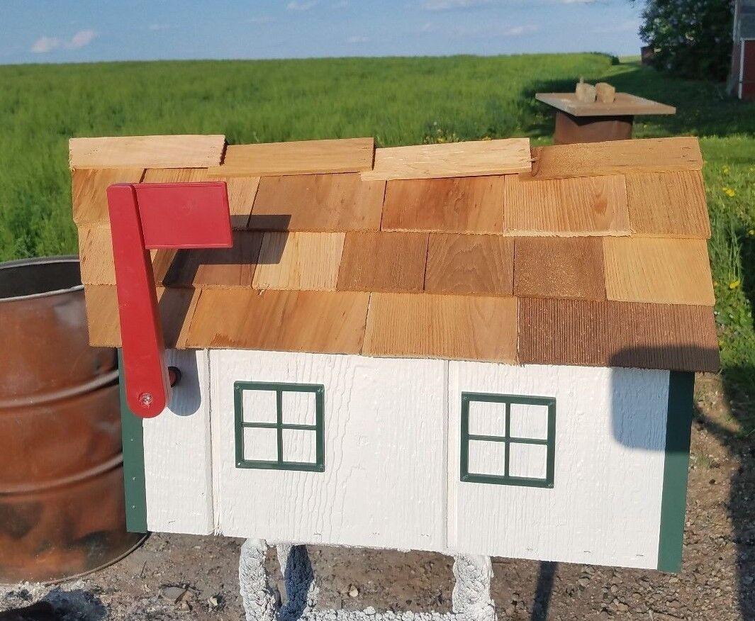 Amish Crafted Weiß  Grün Trim Barn Style Mailbox - Lancaster County PA