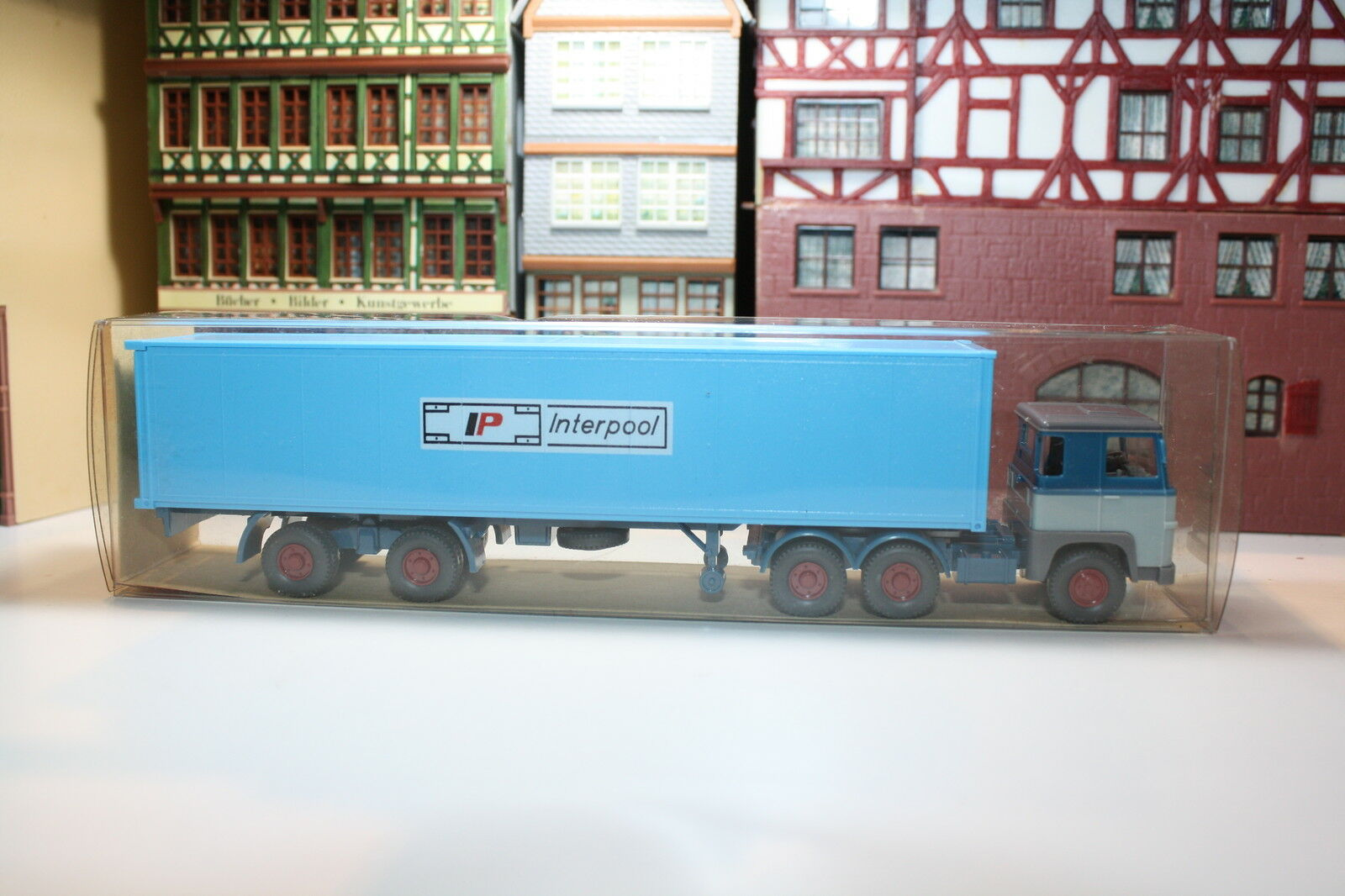 Scania 111 Container Articulated Lorry of Interpool BNIB (Wiking F L 123