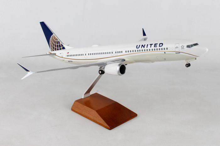 Skymarks Supreme United Boeing 737MAX9 1 100 avec Bois Support & Gear SKR8275