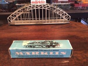 Marklin-4515-HO-Low-Sided-4-Axle-Flatwagon-with-2-Antique-M-Benz-trucks-Rare