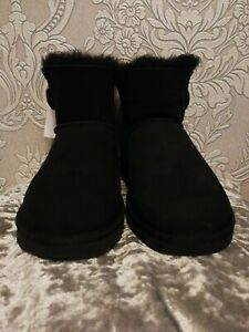 Gorgeous-UGGs-Women-s-Bailey-Button-Short-Black-UK-6-5-Sheepskin-EUR-39-BNWT