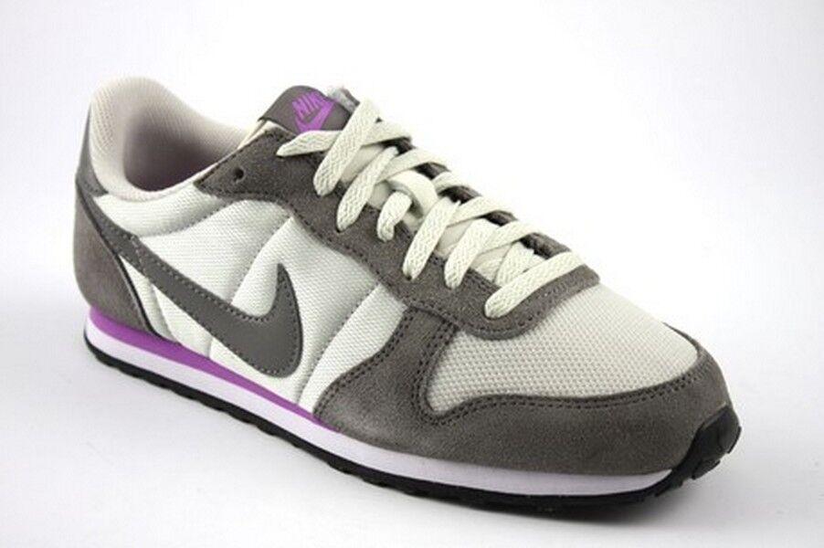 WMNS Nike Genicco Light Bone Pewter Fuchsia Gfaible blanc pegasus cortez 644451-050