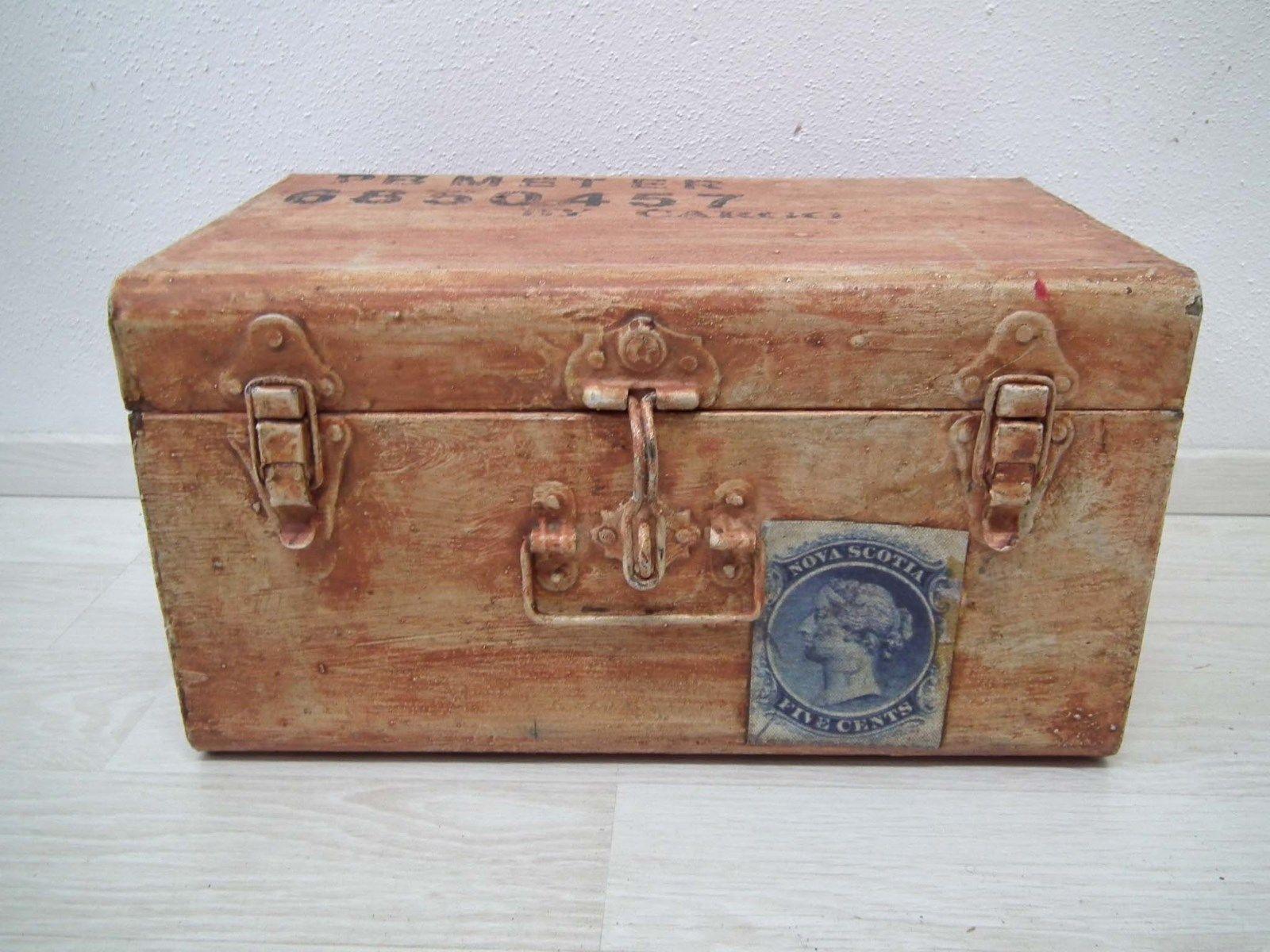 Truhe Box Kiste - Metall Eisen Blech - rot auf alt gebraucht gemacht Shabby