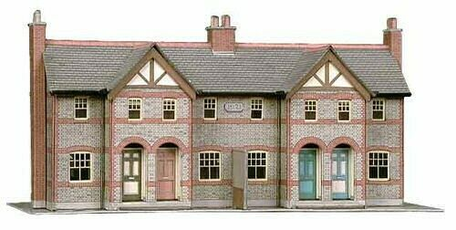 Four Terraced Houses H 110mm Card Kit OO Buildings model Superquick SQB30