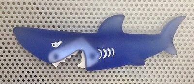 Abridor De Diseño - Motivo Tiburon - Fabricado En Resina Y Acero - Aspetto Bello