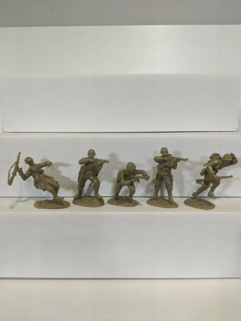 Conte WWII U.S. GI'S Bloody Omaha 5 Figures Light Tan Color 1/32 A