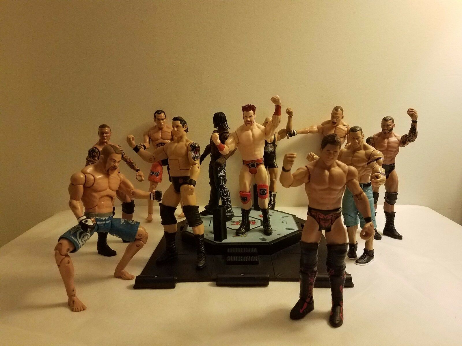 WWE Wrestling Ring 8 Figures and 3 Figures Zuffa Jakks Pacific MMA