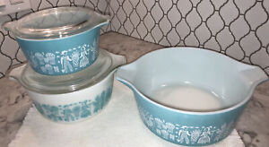 3 Vintage Pyrex Amish Butter print Casserole Dishes with 2 lids.