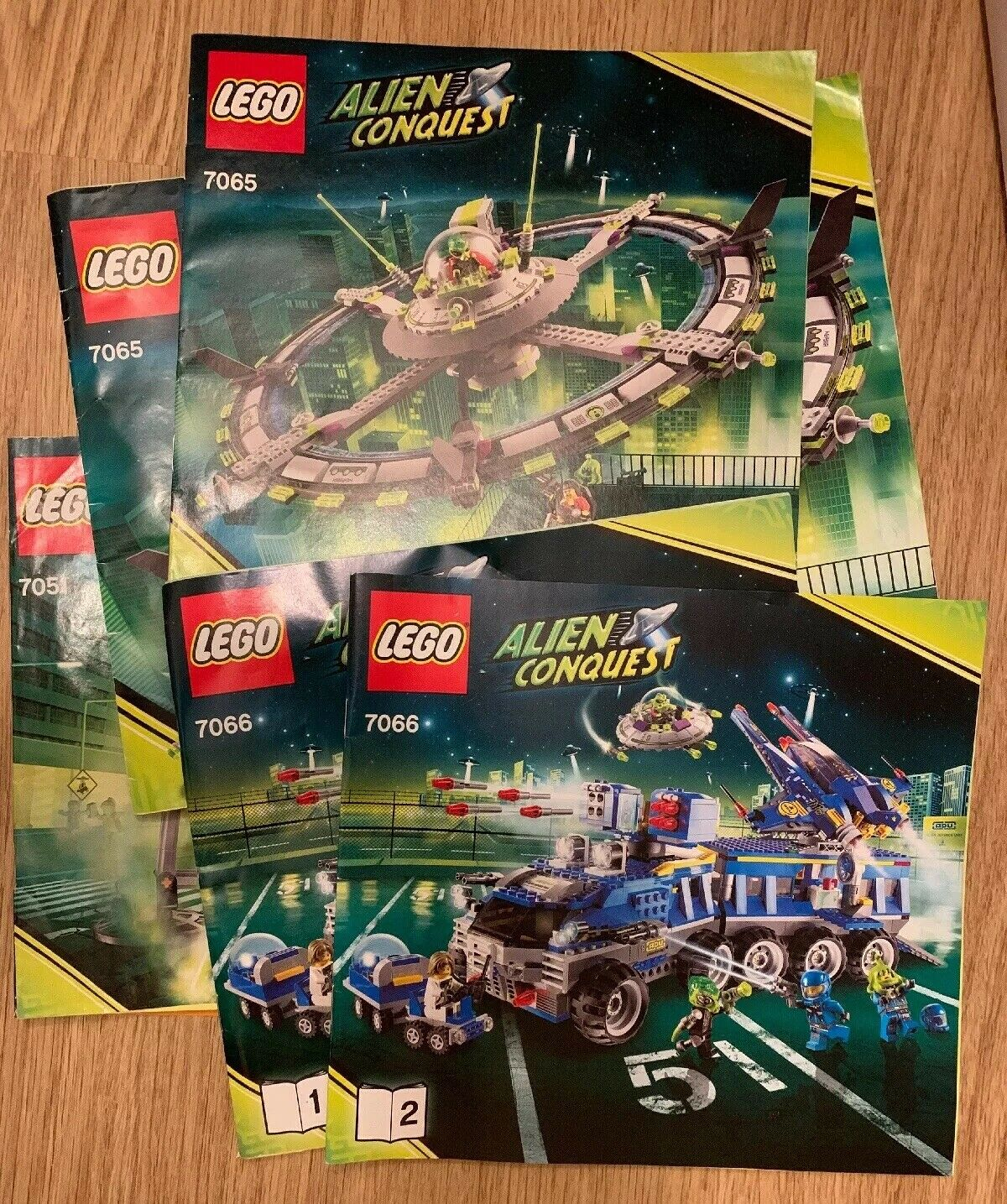 presa LEGO ALIEN conqest Set Set Set Collezione 7065 7066  alta qualità generale