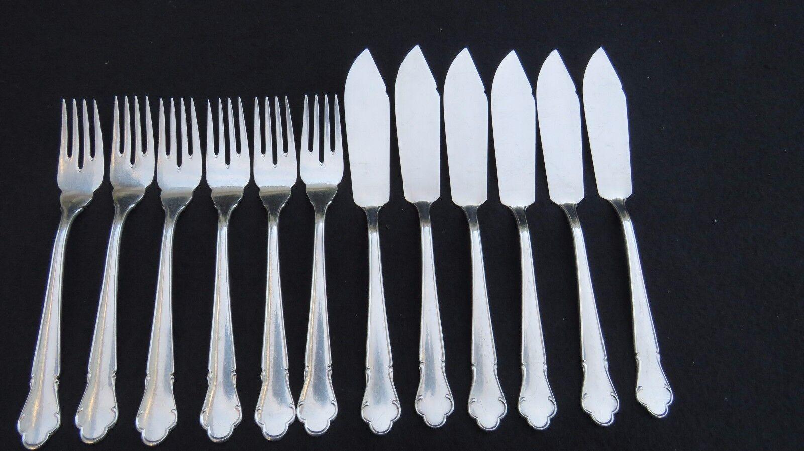 6 fourchettes et 6 couteaux à poisson en métal argenté modèle filet