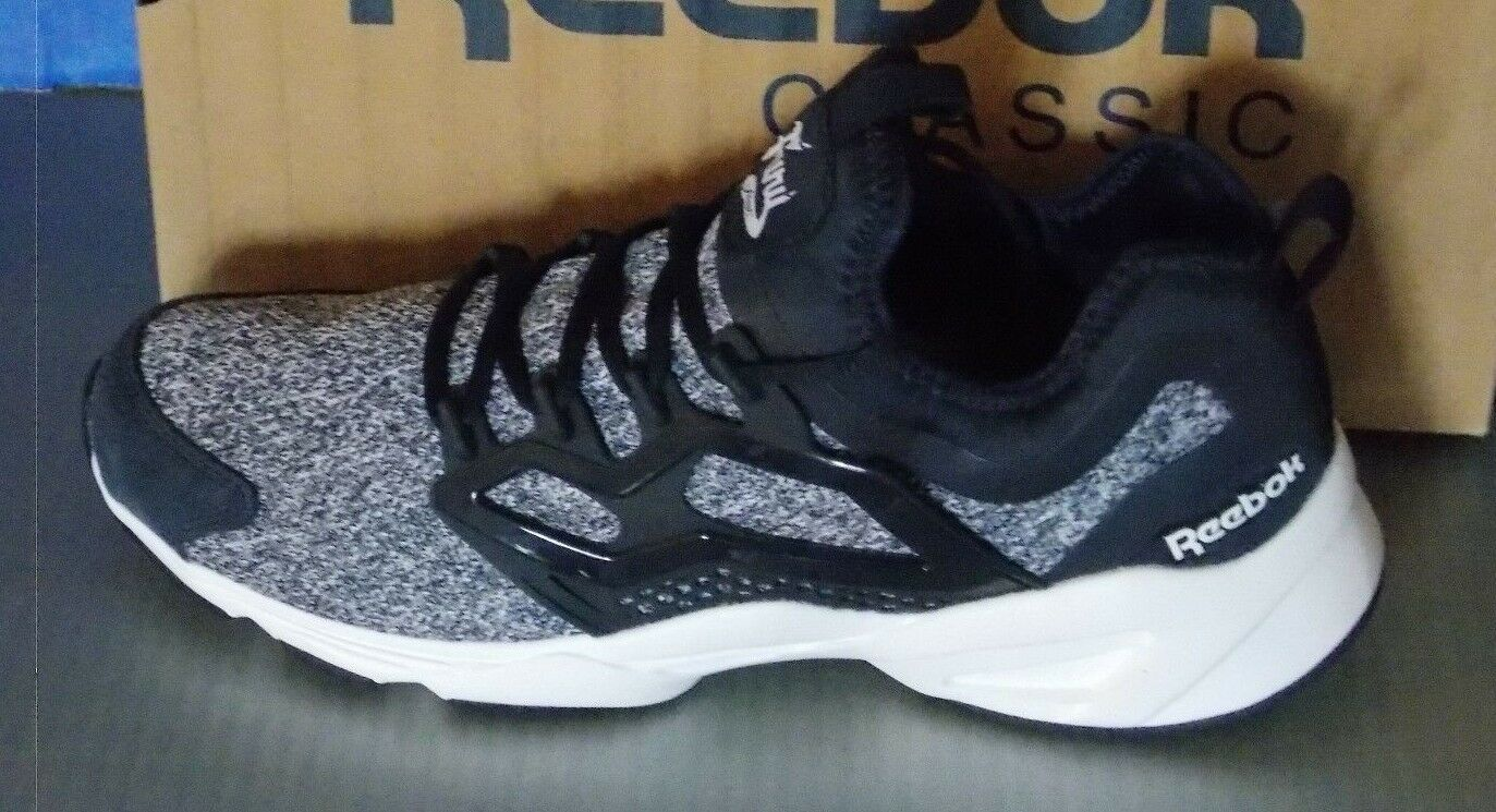 MENS REEBOK FURY ADAPT in colors NAVY   WHITE SIZE 11