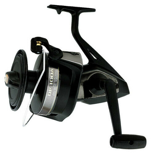 Daiwa DF100A Giant Spinning Fishing Reel with Corrosion Resistance