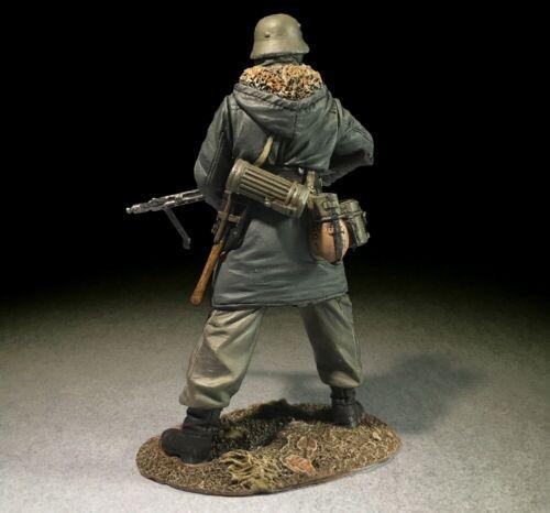 BRITAINS WORLD WAR 2 GERMAN 25069 WAFFEN GRENADIER IN KHARKOV PARKA WITH MG42
