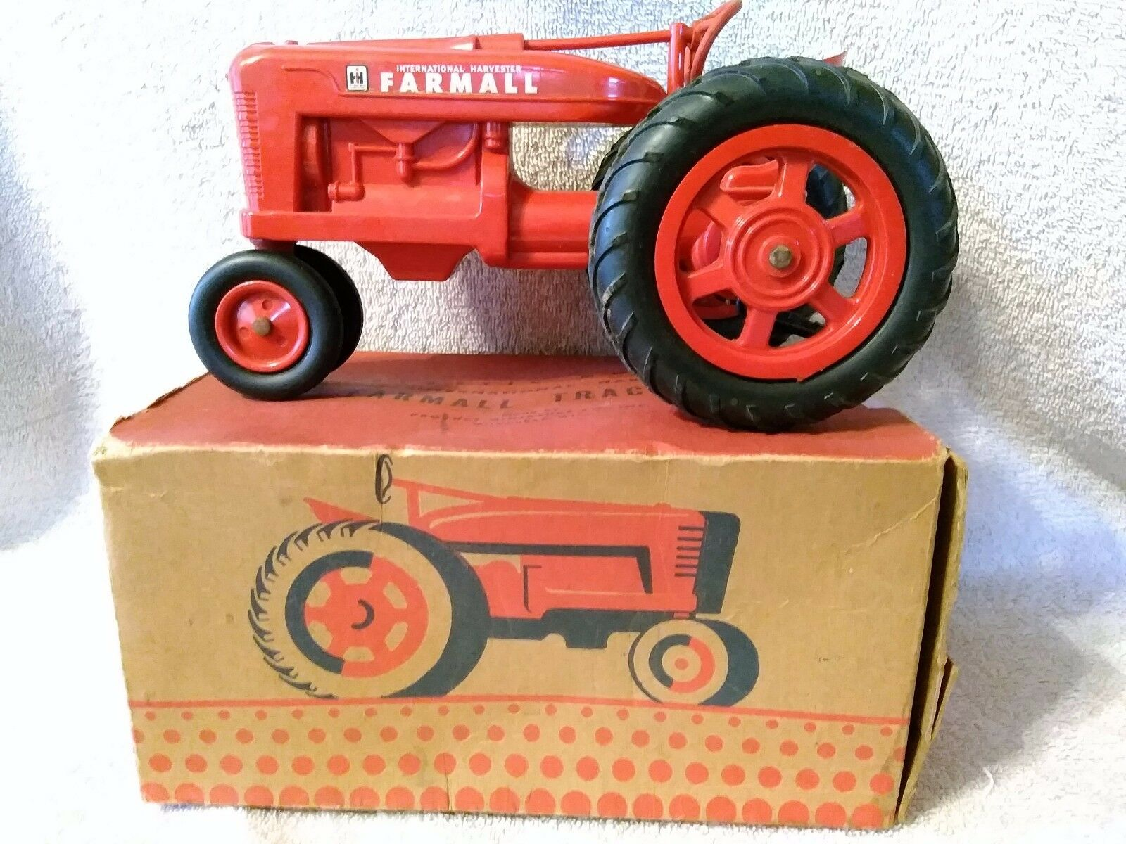 Product Miniatures Plastic Plastic Plastic International Harvester Farmall 'M' 1 16 scale W  Box 200307