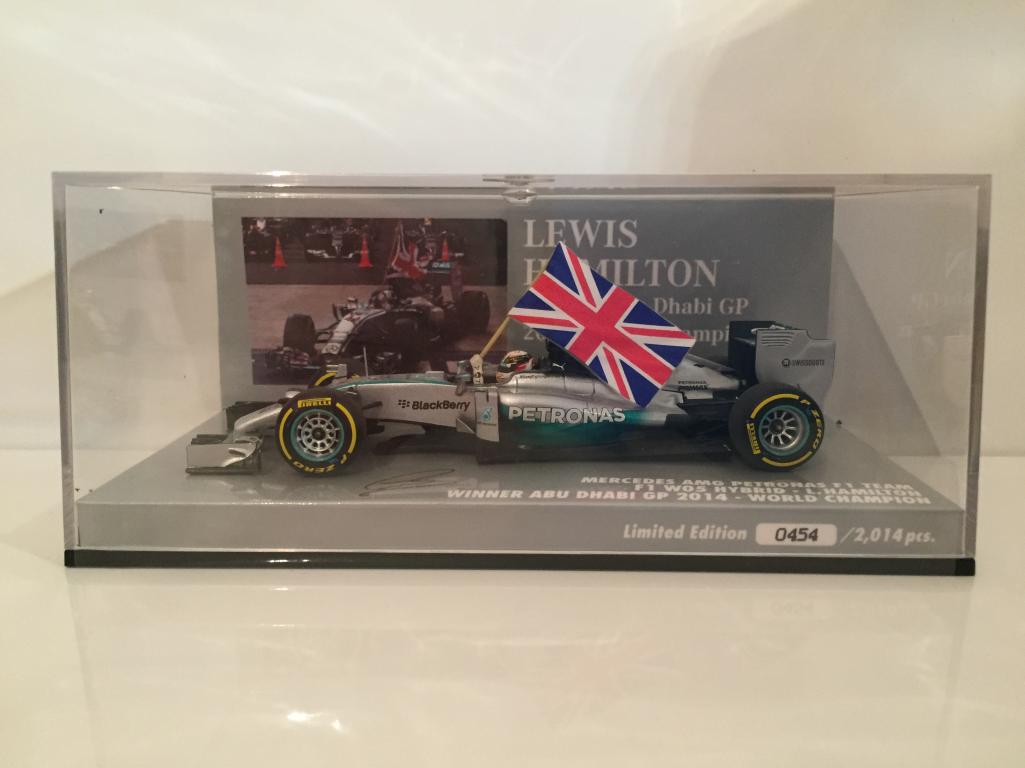 Minichamps 410140544 Lewis Hamilton World Champion 2014 2014 2014 Abu Dhabi 1c796b