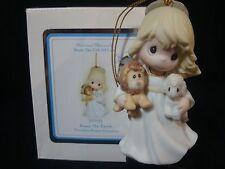 yn Precious Moments-Ornament-Nativity-Girl Holding Lion/Lamb-Peace On Earth
