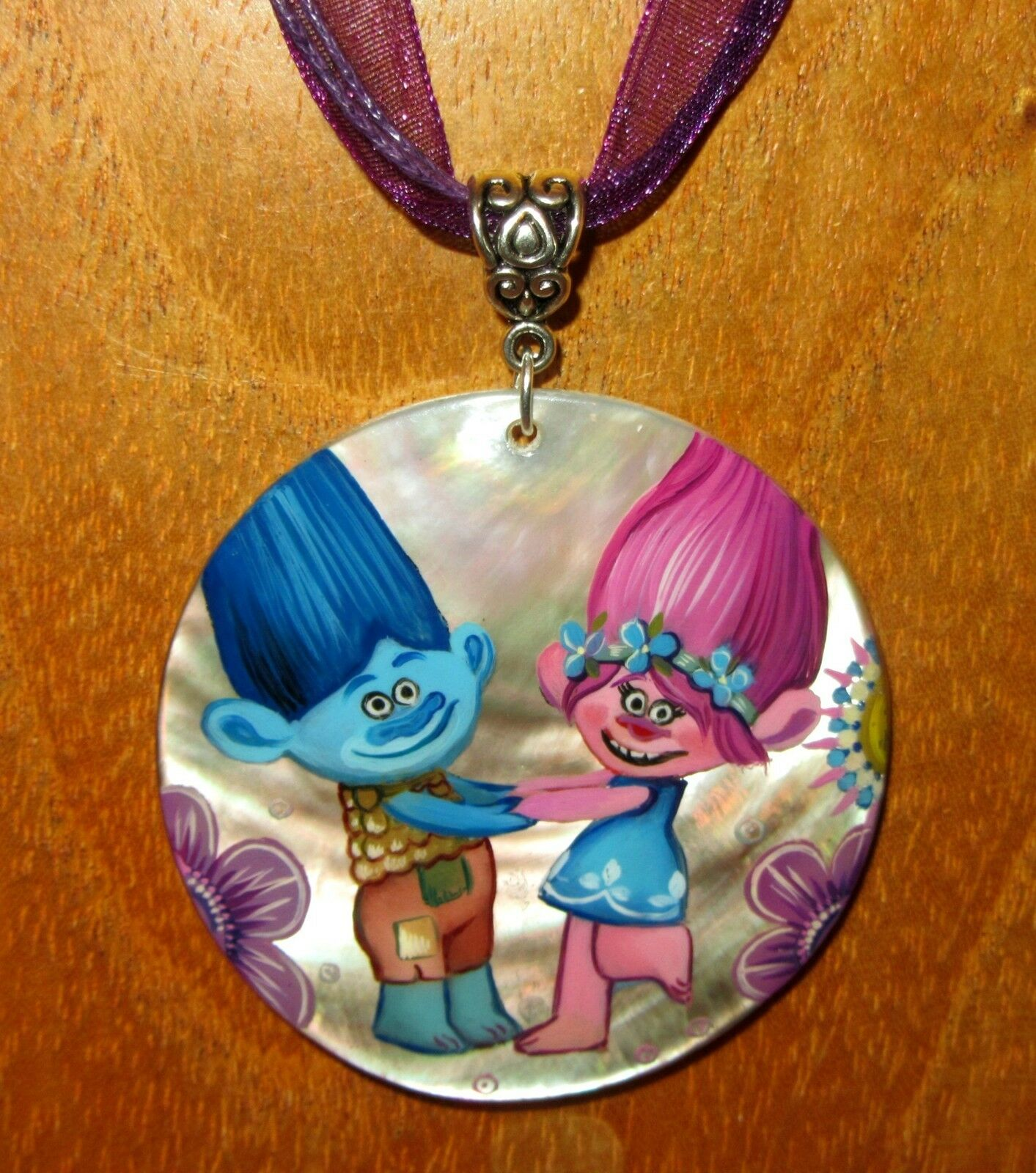 Pendant TROLLS POPPY BRANCH signed GIRLS Shell hand painted Russian