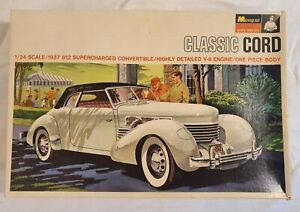 MONOGRAM 1966 CLASSIC CORD 812 SUPERCHARGED 1/24 1937 PC130-300 MODEL KIT