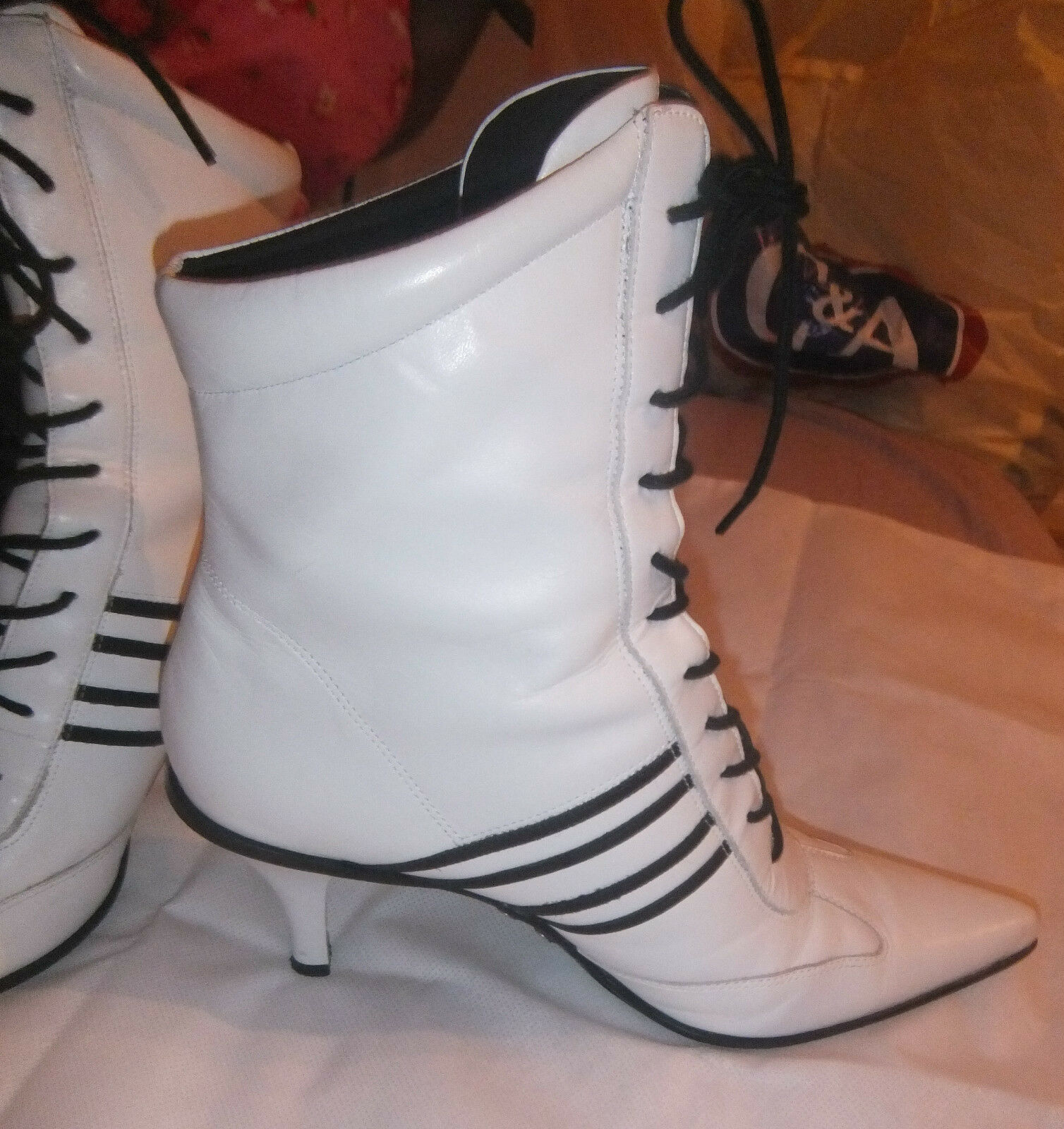 Nine West laced white high ankle boots, good state UK8
