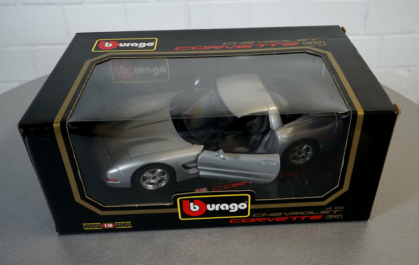 Burago 1 18 Chevrolet  Corvette (1997) argent -3056 - les-Cast Modèle Voiture Neuf dans sa boîte  Achetez maintenant