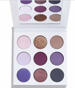 Kylie-Kosmetik-fallen-Sammlung-034-Die-lila-Palette-034-kyshadow-Eyeshadow-in-Hand