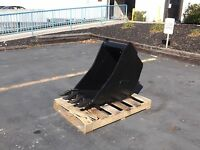 """New 18"""" Wain Roy Style Backhoe Bucket to fit 1/4 yd. Coupler"""