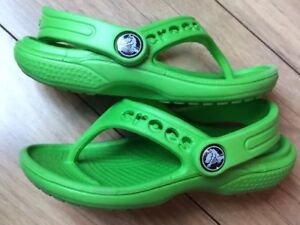 Sz-6-7-CROCS-Boys-or-Girls-Green-Slingback-Thong-Sandals-Shoes-EUC-Summer