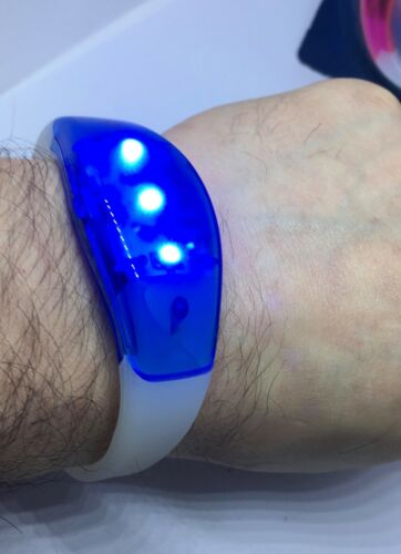 LED BRIGHT FLASHING Wristband BE SAFE BE SEEN  BIKE-RUNNING-WALKING RED OR BLUE