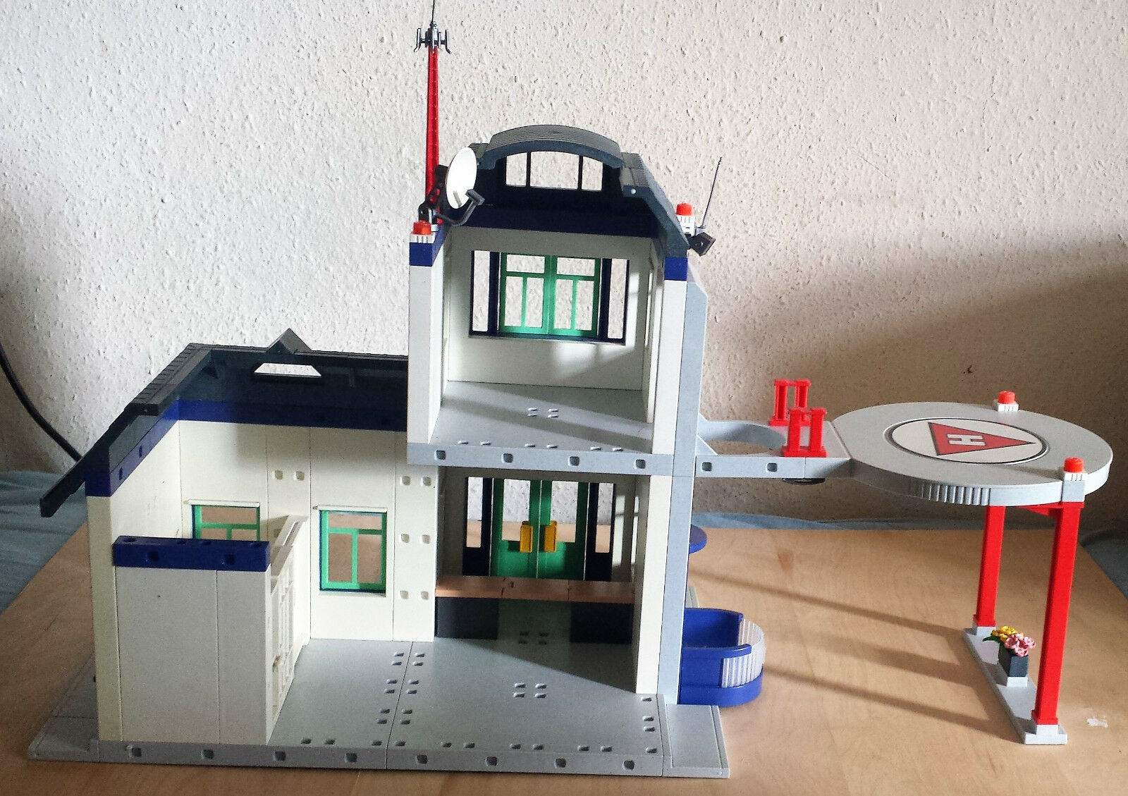 Playmobil Polizeistation und 3988 und Polizeistation Polizeiauto e9c9af
