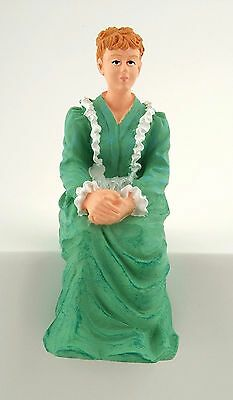 1//12TH casa delle bambole vittoriana Donna seduta Figura in verde