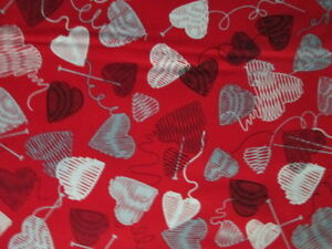 YARN-BALLS-HEARTS-KNITTING-NEEDLES-KNITTERS-GRAY-WHITE-RED-COTTON-FABRIC-FQ