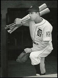 Hank-Greenberg-1939-Detroit-Tigers-w-Bats-Type-1-Original-Photo-Crystal-Clear