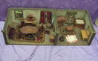Alte Puppenstube ist aus der Zeit um 1900