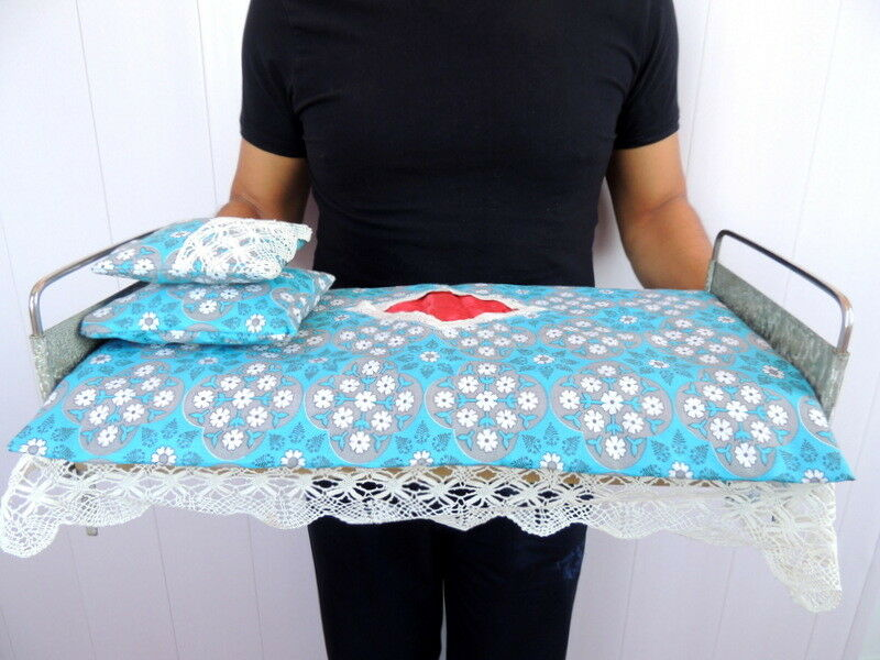 Jahr Soviet USSR Handmade Spielzeug Doll Iron Möbel Bed&Textile Linens Badroom