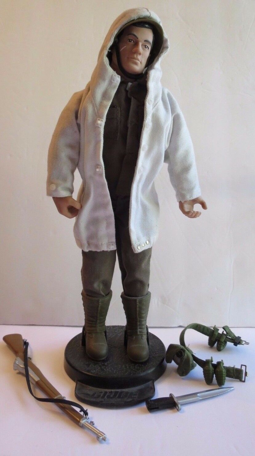 1994 HASBRO GI JOE  ACTION FIGURE DOLL With CLOTHES, STAND & ACCESSORIES  11