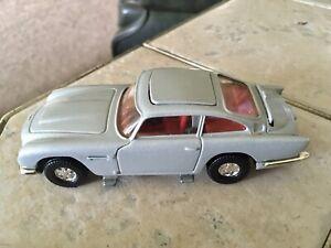 James-Bond-007-Aston-Martin-db5-1-36