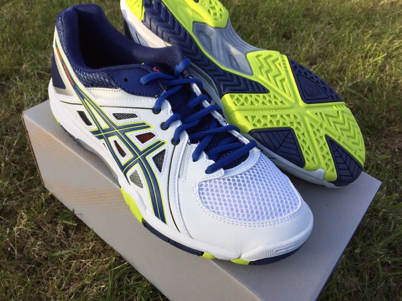 ASICS GEL TASK  SQUASH SHOES . size  8.5 BRAND NEW