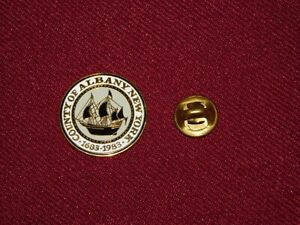 VINTAGE-PIN-PINBACK-COUNTY-OF-ALBANY-NEW-YORK-1683-1983