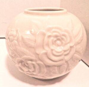 Vintage-Lenox-Porcelain-Rose-Bowl-4-034-H-Gold-Mark-Home-Decor-Vase-Cream