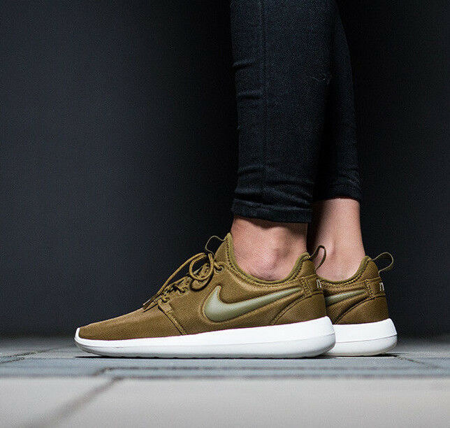 Womens NIKE ROSHE TWO Running Trainers UK Shoes Gym Casual - UK Trainers 7 (EUR 41) Olive dc4b3a