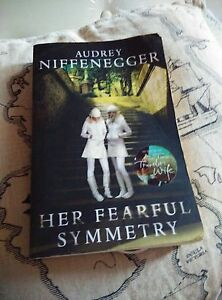 Her-Fearful-Symmetry-by-Audrey-Niffenegger