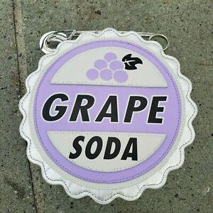 UP! GRAPE SODA BOTTLE CAP /& PIN New on Card Movie Icon Trading Pin Disney