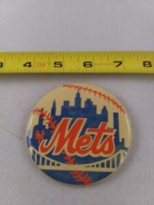 Vintage-1980-039-s-NEW-YORK-Mets-baseball-pin-button-pinback-EE78