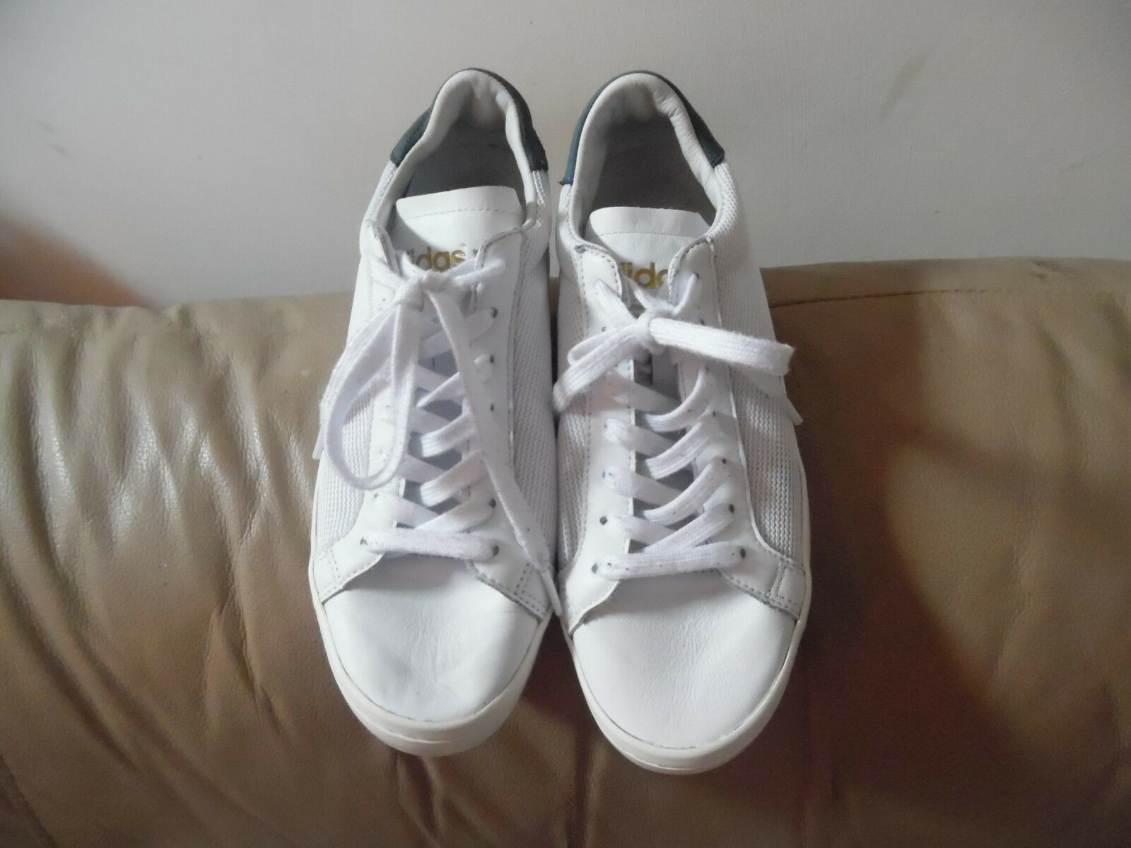 ADIDAS WHITE ART TRAINERS SIZE 9