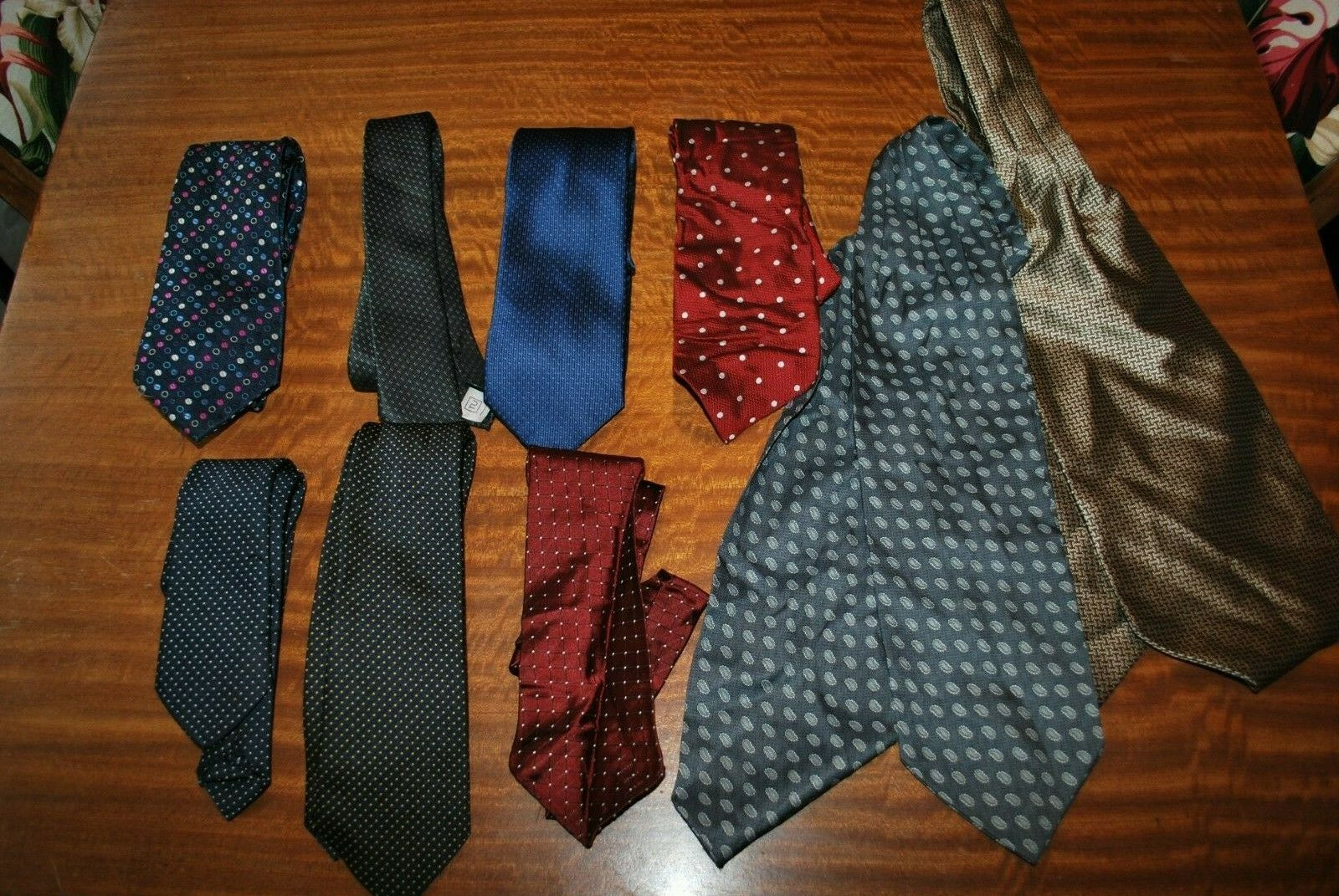 7 x spotted Tie's & 2 Cravat's job lot bulk buy 5