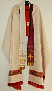 VINTAGE-FRENCH-PRIEST-039-S-HUMERAL-VEIL-amp-STOLE-LAMB-OF-GOD-EMBROIDERY-VESTMENTS