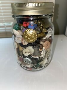 Vintage-Buttons-in-5-034-Ball-Mason-Jar-100s-Of-Buttons