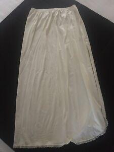 Vanity Fair Ladies Half Slip Size Medium Style 11-760 Ivory Color USA